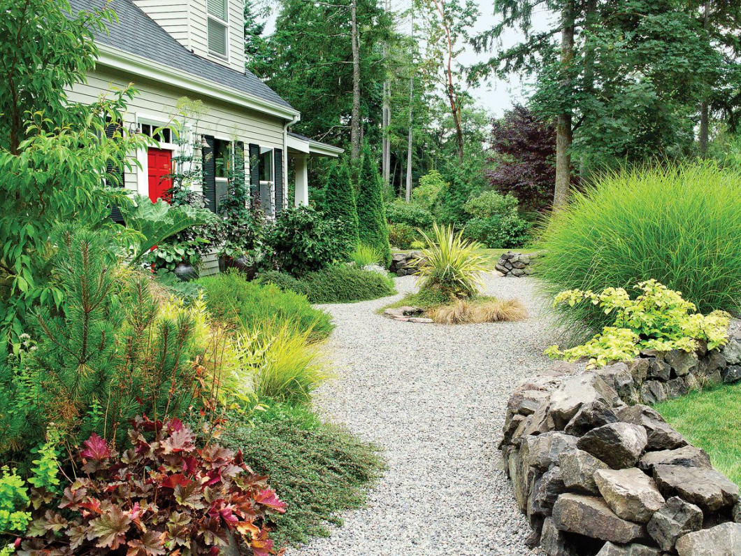 Line your yard with pea gravel
